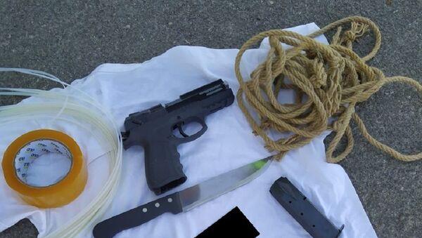 Karısını öldüreceği ihbar edilen zanlı tabanca, bıçak ve kelepçeyle yakalandı - Sputnik Türkiye