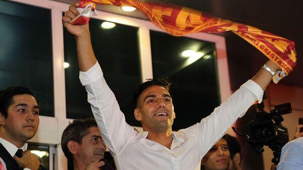 Galatasaray'ın transferi için görüşmelere başlandığını duyurduğu Kolombiyalı futbolcu Radamel Falcao, İstanbul'a geldi. - Sputnik Türkiye