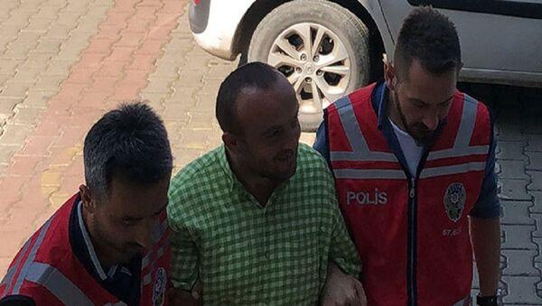 Zonguldak'ta bir iş yerinin soyulması ve bir bisikletin çalınması olayıyla ilgili gözaltına alınan ve 7 yılda 138 suç kaydı bulunduğu tespit edilen akli dengesi bozuk E.B. (30), serbest bırakıldı. - Sputnik Türkiye