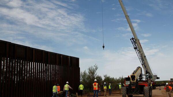 Meksika sınırında duvar - Sputnik Türkiye