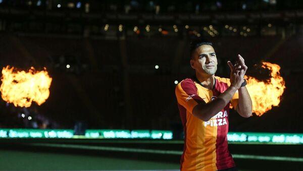 Galatasaray Kulübü, yeni transferleri için Türk Telekom Stadı'nda imza töreni düzenledi. Törene yeni transfer Radamel Falcao da katıldı. - Sputnik Türkiye