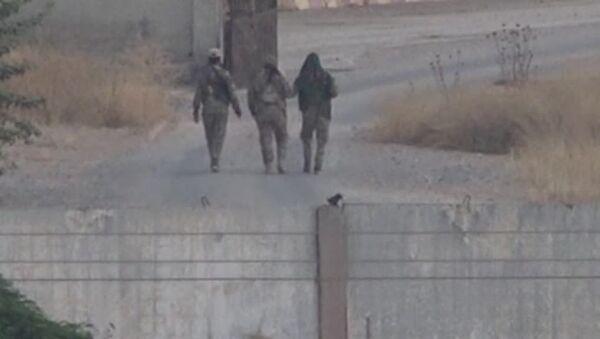 Tel Abyad'daki YPG'liler - Sputnik Türkiye