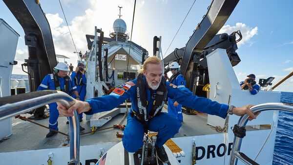 ABD'li kâşif Victor Vescovo, her okyanustaki en derin noktalara dalarak bir ilki gerçekleştirdi. - Sputnik Türkiye
