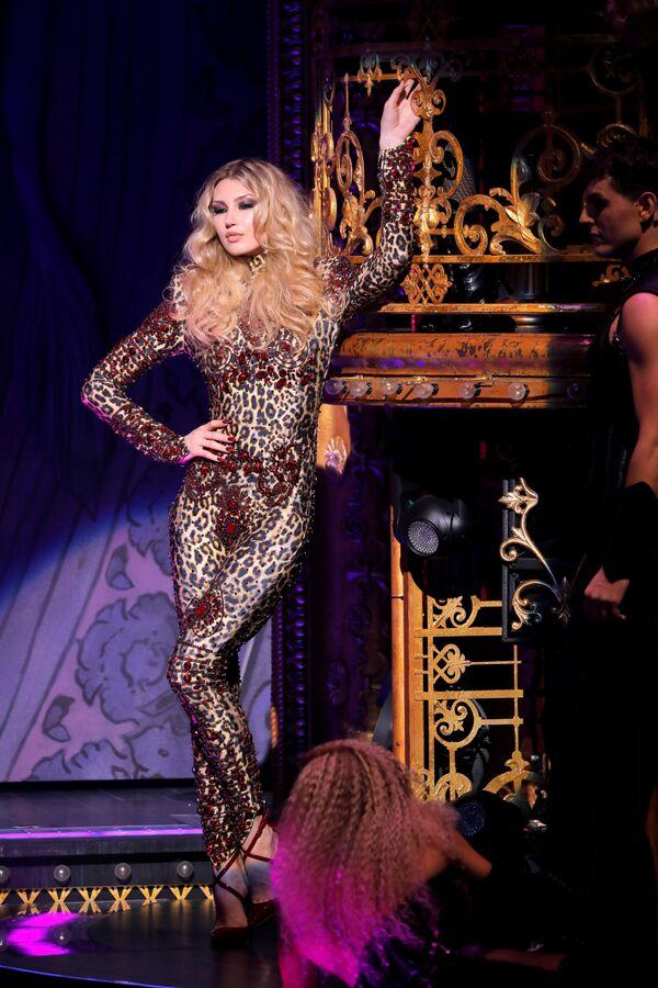 New York Moda HaftasındaThe Blonds x Moulin Rouge gösterisi - Sputnik Türkiye