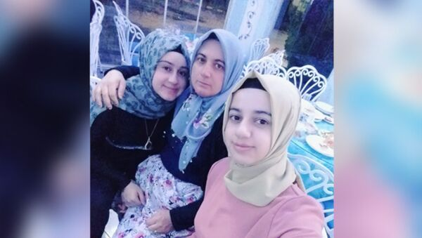 İki kız kardeş, eşlerine not bırakıp ortadan kayboldu: 'Benimle ilgilenmedin kahvelere gittin' - Sputnik Türkiye