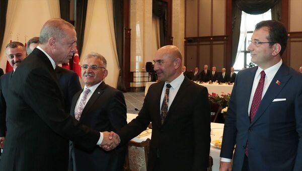 Erdoğan ve İzmir Büyükşehir Belediye Başkanı Tunç Soyer... - Sputnik Türkiye