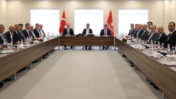 İstanbul'un 37 ilçe belediye başkanı, İBB Başkanı Ekrem İmamoğlu'nun çağrısıyla, Yenikapı'daki Avrasya Gösteri Merkezi'nde bir araya geldi. - Sputnik Türkiye