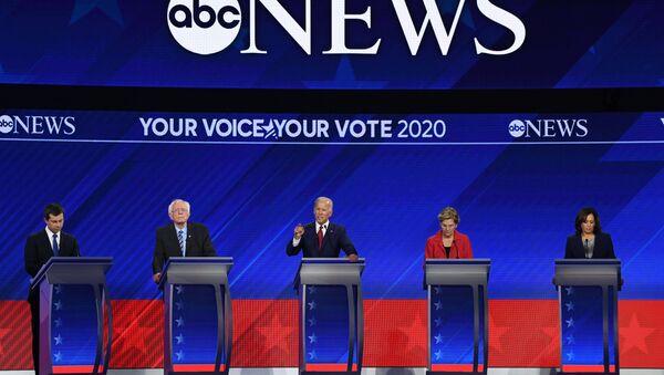 ABD'de Demokrat adaylar canlı yayında 3. kez kozlarını paylaştı - Sputnik Türkiye
