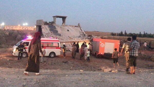 Suriye'nin kuzeyinde Türkiye sınırındaki Çobanbey beldesinde bomba yüklü araç saldırısı - Sputnik Türkiye