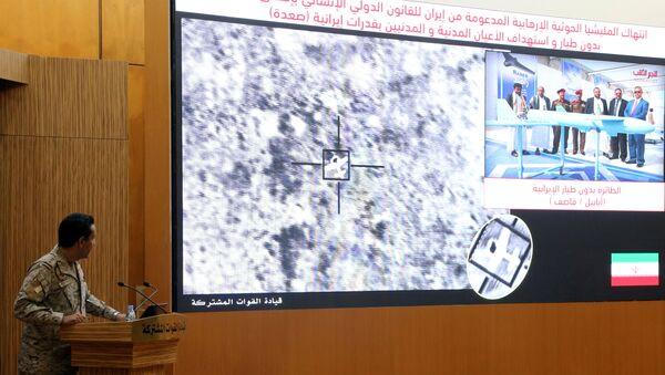 Yemen'e saldıran Suudi Arabistan liderliğindeki koalisyonun sözcüsü AlbayTurki el Maliki, Aramco saldırılarıyla ilgili basın toplantısı düzenleyip İran'ı sorumlu tuttu. - Sputnik Türkiye