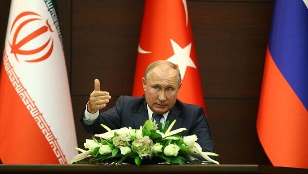 Putin, Suriye'de kısıtlı harekatlarda Suriye Ordusu'nu destekleyeceklerini bildirdi. Sivillerin zarar görmemesi için gereken her adımı atmaya hazır olduklarını belirtti. - Sputnik Türkiye