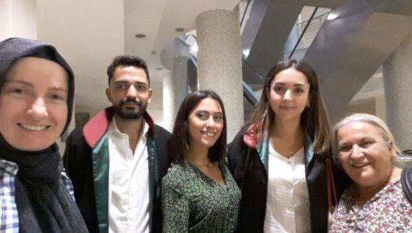 İstanbul'da bindiği minibüste taciz ve hakarete uğrayan Asena Melisa Sağlam, yargı sürecinde gelinen son noktayı RS FM'in canlı yayınında anlattı. - Sputnik Türkiye