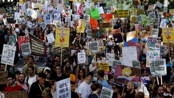 Aralarında Türkiye'nin de bulunduğu 139 ülkede hükümetleri iklim krizi konusunda harekete geçmeye zorlamak için Küresel İklim Grevi eylemleri düzenlendi. - Sputnik Türkiye
