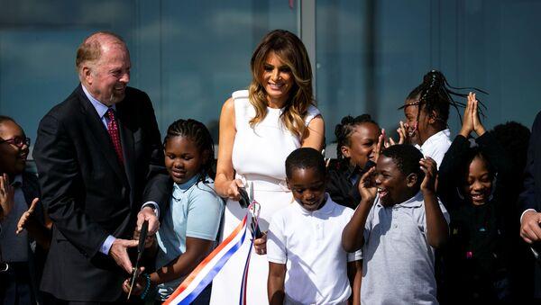 ABD Başkanı Donald Trump'ın eşi First Lady Melania Trump Washington Anıtı'nın yeniden açılışı için yapılan törene katıldı - Sputnik Türkiye