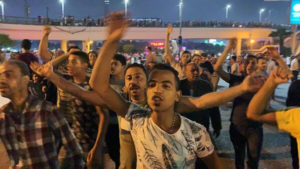 Small groups of protesters gather in central Cairo shouting anti-government slogans in Cairo, Egypt September 20, 2019.     REUTERS/Amr Abdallah Dalsh - Sputnik Türkiye