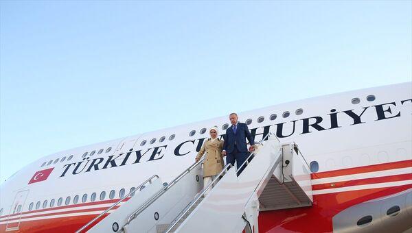 Türkiye Cumhurbaşkanı Recep Tayyip Erdoğan, Birleşmiş Milletler (BM) 74. Genel Kurulu görüşmelerine katılmak üzere özel Uçak TC-TRK ile ABD'nin New York şehrine ulaştı. - Sputnik Türkiye