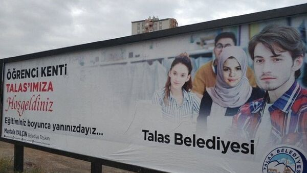 Başörtülü Selena Gomez - Sputnik Türkiye