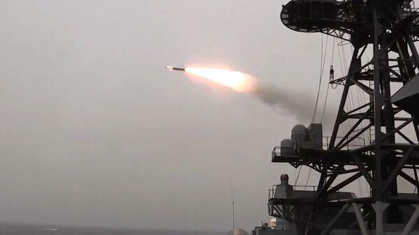 Rusya, Kuzey Kutup Bölgesi'ndeki gemilerinden Kinjal sistemleriyle füze atışı yaptı - Sputnik Türkiye