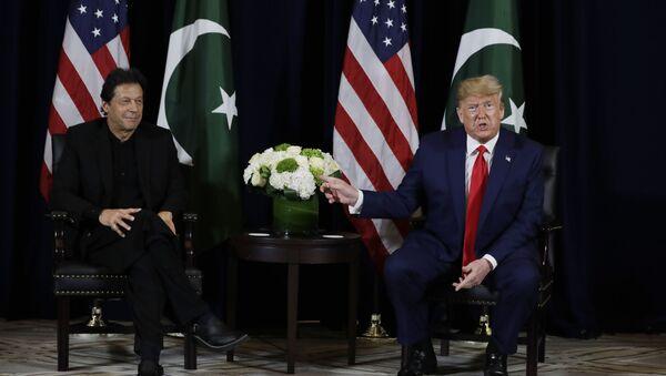Pakistan Başbakanı İmran Han ile ABD Başkanı Donald Trump, BM Genel Kurulu kapsamında ikili bir görüşme gerçekleştirdi. - Sputnik Türkiye