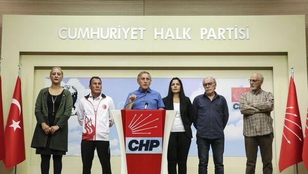 CHP Genel Başkan Yardımcısı Yıldırım Kaya, CHP Spor Kurulu üyeleri ile parti genel merkezinde basın toplantısı düzenledi - Sputnik Türkiye