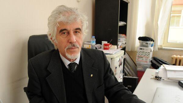 Çanakkale Onsekiz Mart Üniversitesi'nden (ÇOMÜ) emekli Prof. Dr. Doğan Perinçek - Sputnik Türkiye