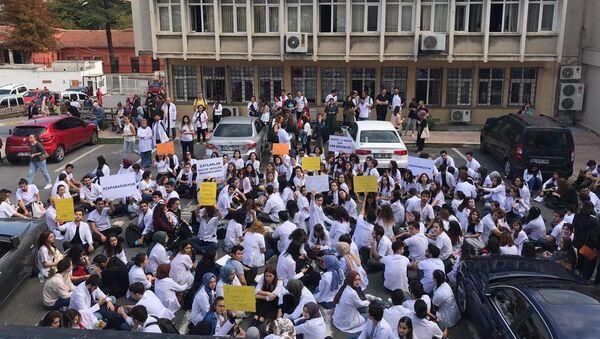 İstanbul Üniversitesi öğrencilerinden 'hasarlı bina' eylemi - Sputnik Türkiye