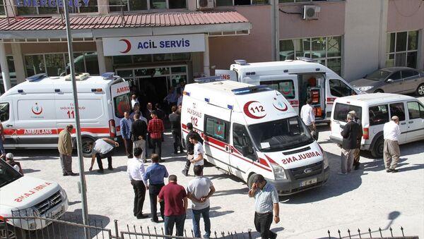 Hakkari'nin Derecik ilçesinde, servis aracının şarampole devrilmesi sonucu 6 öğrenci yaralandı - Sputnik Türkiye