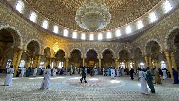 Senegal'in başkenti Dakar'daki Massalikoul Jinaan Camisi, cuma namazıyla ibadete açıldı. - Sputnik Türkiye
