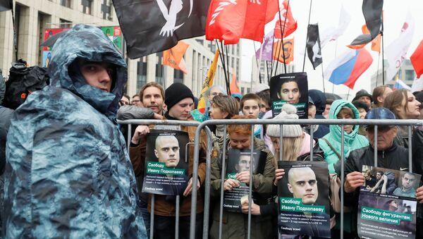 Moskova'da, 'izinsiz protestoya' destek gösterisi - Sputnik Türkiye