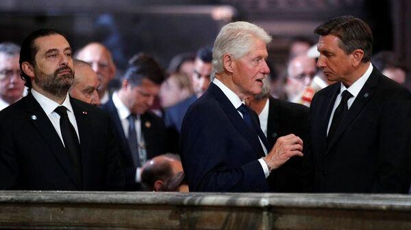 ABD'nin eski Başkanı Bill Clinton ve Lübnan Başbakanı Saad el Hariri, geçen perşembe hayatını kaybeden eski Fransa Cumhurbaşkanı Jacques Chirac'ın cenaze töreninde - Sputnik Türkiye
