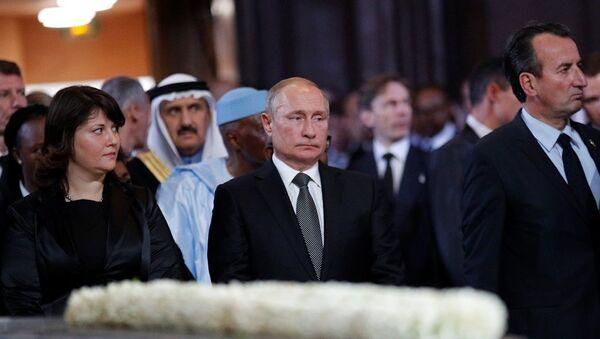 Rusya Devlet Başkanı Vladimir Putin, geçen perşembe hayatını kaybeden eski Fransa Cumhurbaşkanı Jacques Chirac'ın cenaze törenine katıldı. - Sputnik Türkiye