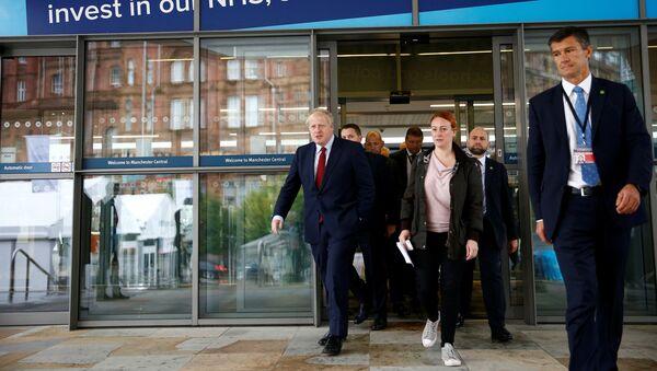 İngiltere Başbakanı Boris Johnson ve yardımcıları - Sputnik Türkiye