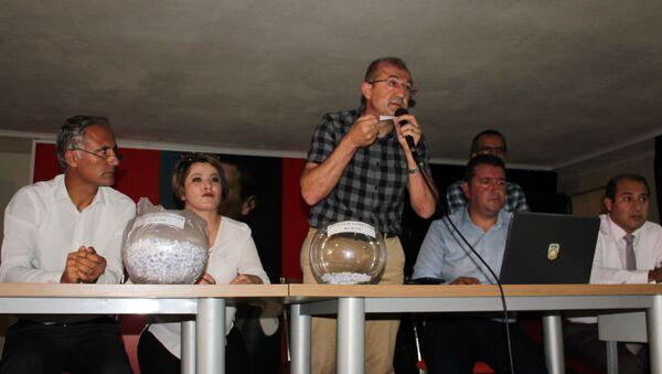 Mersin'in Erdemli ilçesinde 95 kişinin alınacağı temizlik işçisi alımına bin 596 kişi başvuru yaptı. - Sputnik Türkiye