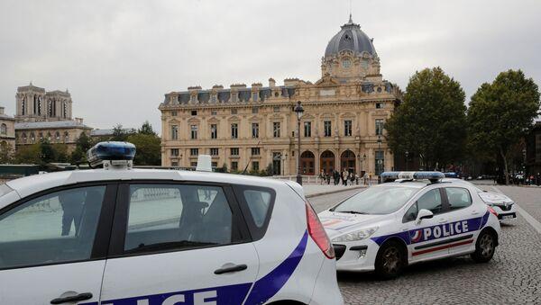Paris'te polise saldırı - Sputnik Türkiye