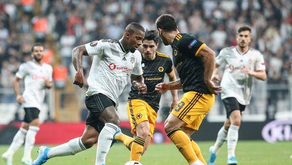 UEFA Avrupa Ligi K Grubu'nda Beşiktaş ile İngiltere'nin Wolverhampton Wanderers takımı Vodafone Park'ta karşılaştı. Bir pozisyonda Beşiktaşlı Lens (solda) ile Wolverhampton oyuncusu Jonny (19) mücadele etti. - Sputnik Türkiye