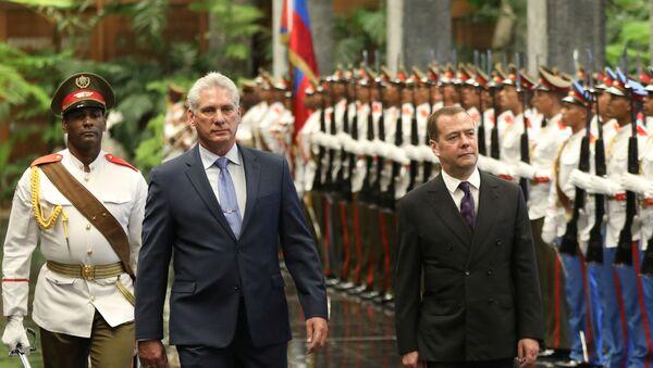 Küba'yı ziyaret eden Rusya Başbakanı Medvedev ve ev sahibi Devlet Başkanı Miguel Diaz-Canel - Sputnik Türkiye
