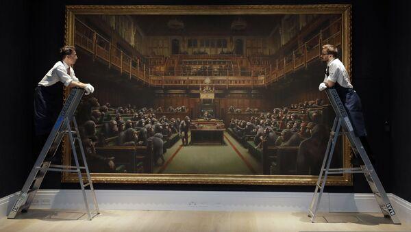 Banksy'nin 'Devolved Parliament' (Geri Evrilmiş Parlamento) adlı eseri - Sputnik Türkiye