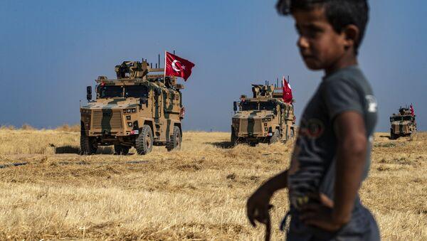 Suriye'de Tel Abyad yakınlarında Türkiye'ye ait tanklar   - Sputnik Türkiye