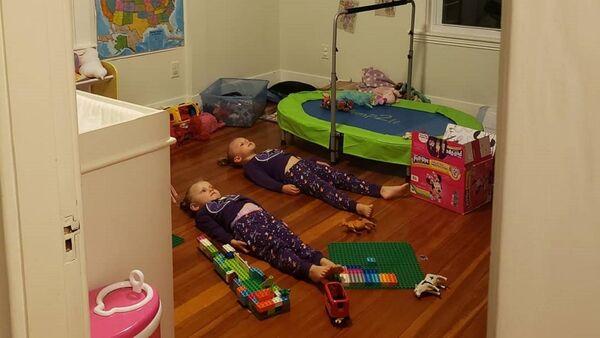 ABD'nin New York eyaleti sakini Jessica D'Entremont, iki kız çocuğunu sakinleştirmek için bulduğu çözümü sosyal medya üzerinden paylaştı. - Sputnik Türkiye