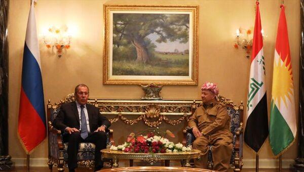 Irak'ta temaslarda bulunan Rusya Dışişleri Bakanı Sergey Lavrov (solda), Kürdistan Demokrat Partisi (KDP) Genel Başbakanı Mesut Barzani (sağda) ile Erbil'de bir araya geldi. - Sputnik Türkiye
