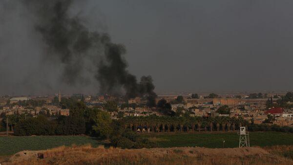 Sabah saatlerinde sakin olan Kamışlı tarafında dumanlar yükseldi. - Sputnik Türkiye