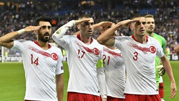 Türk milli futbol takımı - asker selamı - Sputnik Türkiye