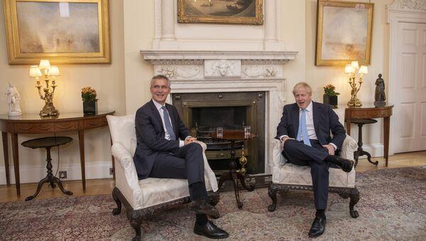 Jens Stoltenberg ve Boris Johnson - Sputnik Türkiye