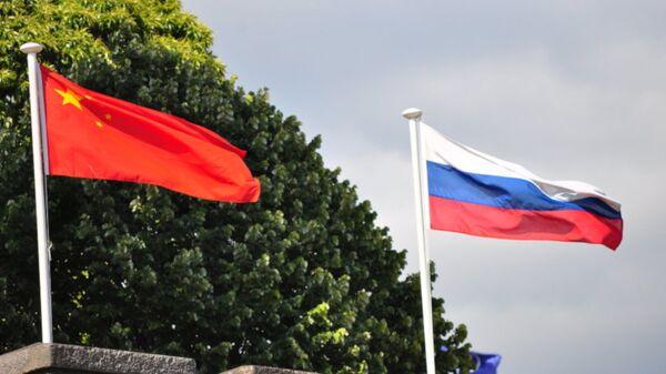 Rusya ile Çin bayrakları - Sputnik Türkiye