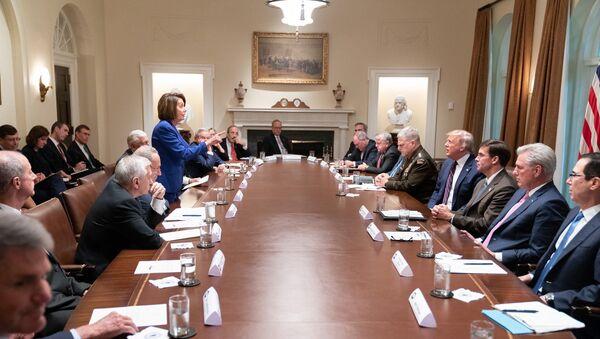 Donald Trump, Nancy Pelosi, Beyaz Saray, toplantı - Sputnik Türkiye