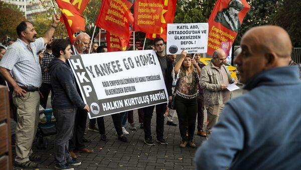Başkentte Halkın Kurtuluş Partisi (HKP) üyeleri, Suriye olmak üzere Ortadoğu politikasından dolayı ABD'yi protesto etti. - Sputnik Türkiye