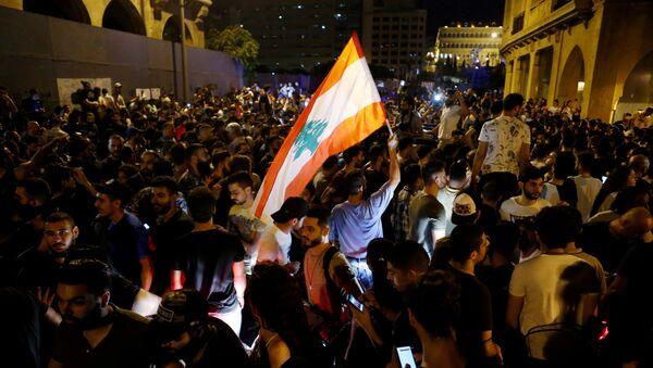 Lübnan'da, ekonomik durumun kötüleşmesi ve iletişime yeni vergiler getirilmesi nedeniyleBeyrut başta olmak üzere birçok kentte gösteriler düzenlendi - Sputnik Türkiye
