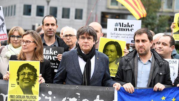 Katalonya Özerk Hükümet Başkanı Carles Puigdemont - Sputnik Türkiye