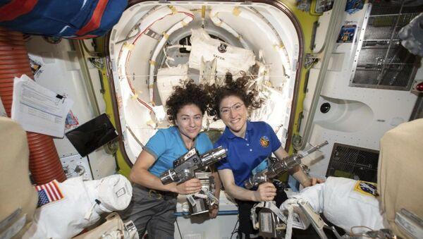 NASA'nın sadece kadınlardan oluşan ekibi uzay yürüyüşünü tamamladı - Sputnik Türkiye