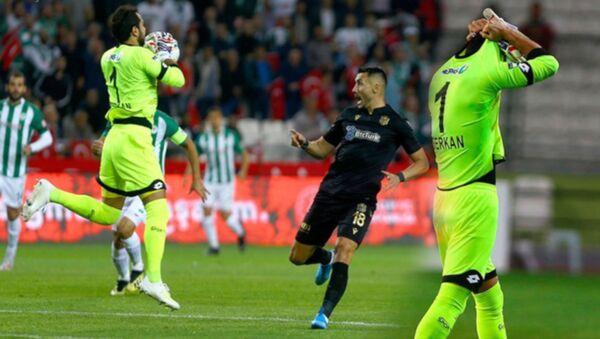 Serkan Kırıntılı, dünya futbol tarihinin en hızlı kırmızı kart gören isimleri listesinde - Sputnik Türkiye